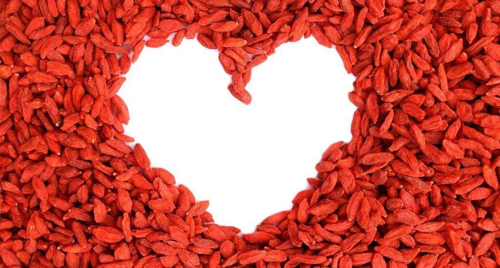сердце из ягод годжи